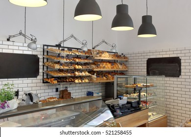 Grocery store with bread and pastry