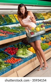 Grocery store: Woman in summer outfit in grocery store