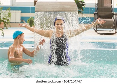 GRODNO, Belarus - Health resort Porechye. Mom and children are bathing in a shallow pool