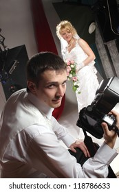 groom photographed his bride