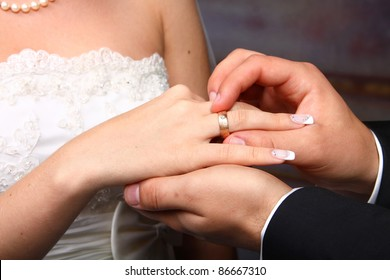 The groom puts on a ring a hand to the bride