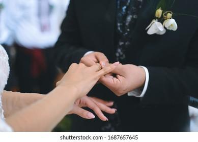 Trauertraum, der Braut mit dem Finger auf die Zeremonie