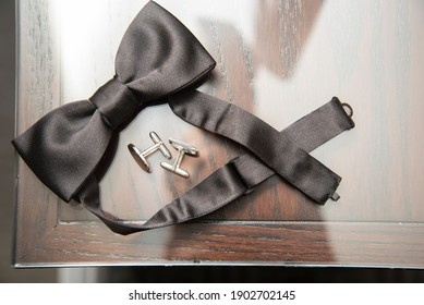 Groom's bow tie with tie clips detail wedding photo.