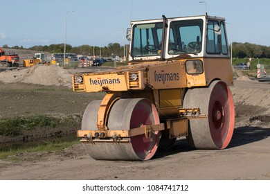 GROOTEBROEK , THE NETHERLANDS – MEI 3 , 2018 :Asphalt roller used in the construction of a new road
