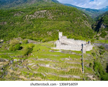 Grosio - Valtellina (IT) - Castello Nuovo and San Faustino - Rock Engravings Park - aerial view