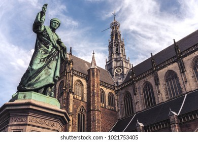 The Grote Kerk (St.Bavokerk), Protestant church (former Catholic cathedral), central market square, with statue in front, city of Haarlem, Netherlands