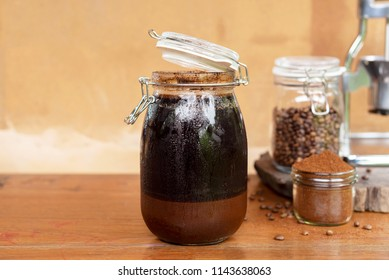 ground coffee soaked in cold water unplugged home brew coffee /how to make cold brew coffee