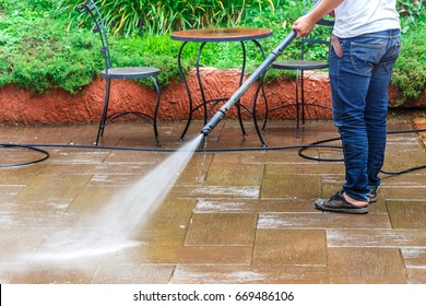 Ground water spray,Outdoor floor cleaning with high pressure water jet,floor cleaning with high pressure water jet.