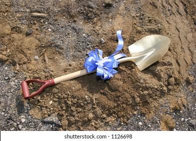 Groundbreaking shovel