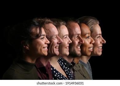 Gruppe schöner Menschen vor schwarzem Hintergrund