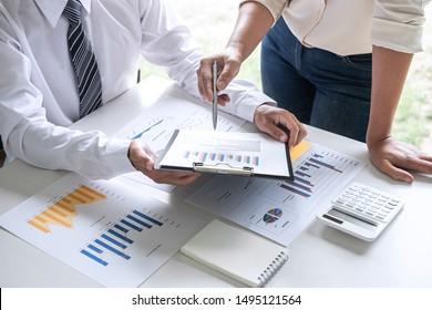 Group of Business Leader Team Konferenz über die Präsentation der Meetings, die Planung der Investment-Projekt-Arbeit und Strategie der Business-Making-Gespräch mit Partner, Finanzen und Rechnungslegung Konzept.