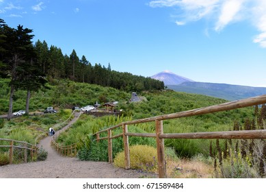 Group of cars and tourists near the path to the viewpoint of the Bermeja, Tenerife. Canary Islands.