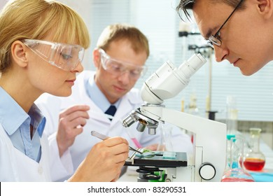 Group of clinicians experimenting with new substance in laboratory