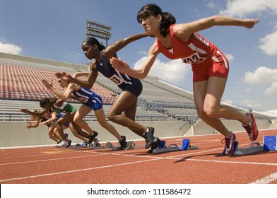 Group of female runners starting the race