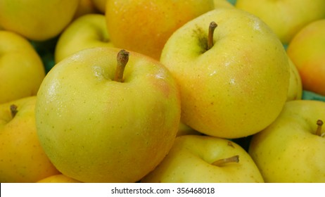 The group of fresh big yellow apples.