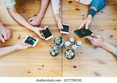Group friends using mobile smartphones outdoor - Young people working on digital marketing - Youth millennial generation lifestyle and social media network technology concept