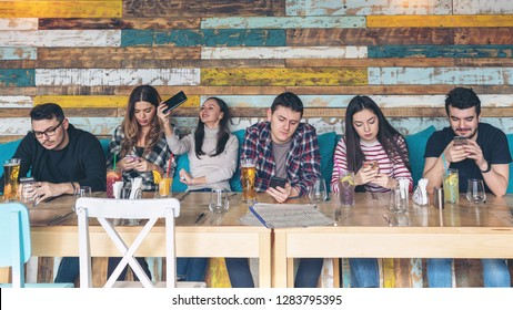 Group of friends using smartphone at rustic restaurant - Young hipster people addicted by mobile phone on social network community - Technology concept with connected millennials - antisocial teens