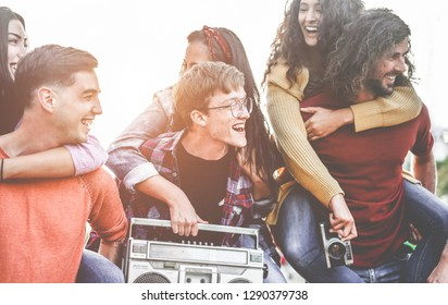 Group of happy friends having fun walking on city streets outdoor - Young millennials hanging out together - Millennial generation, youth and social lifestyle concept - Focus on center man face