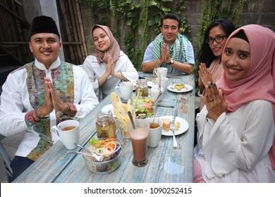 Group happy young muslim greeting in table dining during ramadan celebration during ramadan celebration, break fasting