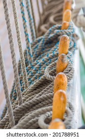 Group knot of rope - part snap vessel