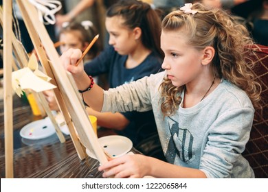 group lesson in drawing. Children learn to draw in the classroom.