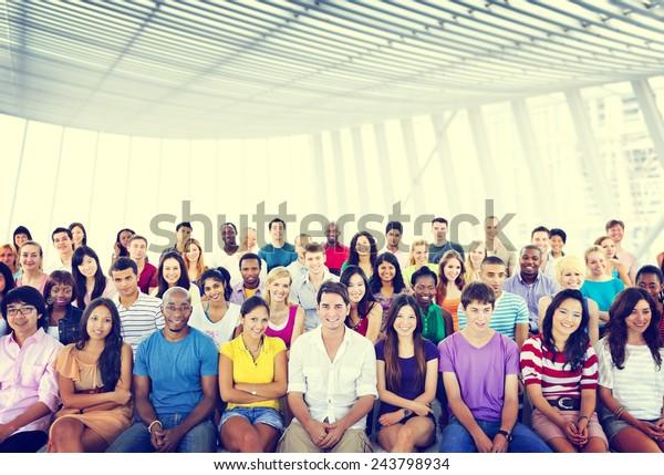 Groupe Personnes Foule Audience Concept de séance multicolore