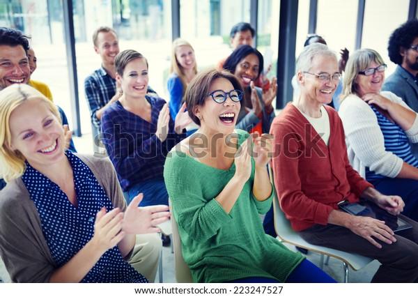 Gruppe der Personen in Seminar
