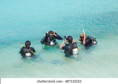 group of scuba diving training before the dive, Koh Nang Yuan island next to Koh tao, ,Surat Thani, Thailand