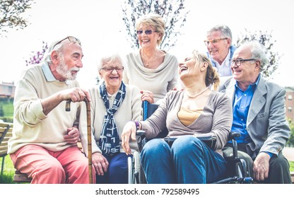Group of senior people bonding outdoors - Mature group of friends spending time together
