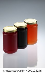 group shot of the fruit jam canned