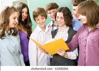 Group of students to read textbook in the classroom