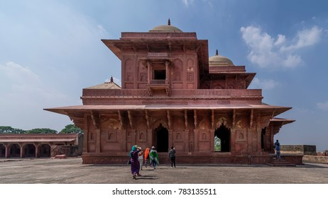 Group of tourists visiting the famous the Fatehpur Sikri complex, Uttar Pradesh, India