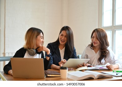 Group of woman tutor in campus university room with young woman and 30s woman talking with education.