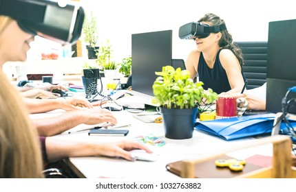 Group of young female people employee workers having fun with vr virtual reality goggles in startup studio - Human resource business concept on women working time - Start up entrepreneurs at office