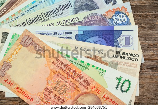 Grouping of international paper currency