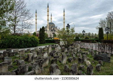 Grozny: Mosque and tombstones