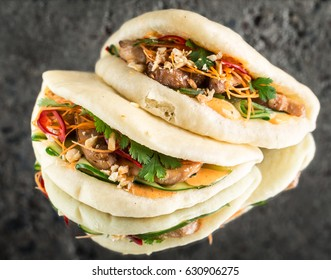 Gua bao with chicken