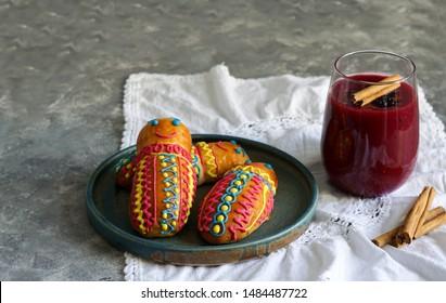 Guaguas de pan y colada morada, Figuras de pan ecuatorianas for Ecuador's Día de los Difuntos or Day of the Deceased