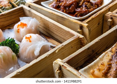 Guangdong Cantonese style refreshment steamer snack shrimp dumplings
