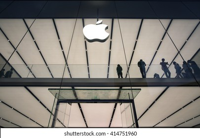 GUANGZHOU/CHINA- 26 APRIL 2016 : Apple flagship store in Tianhe road in Guangzhou at night.