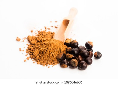 guarana seeds with powder