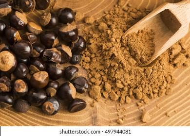 Guarana-Samen und -pulver