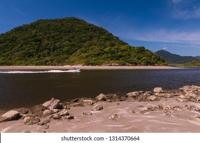 Guarau, Peruibe , SP / Brazil - 02/10/2019: Tourists in the boot in the river.