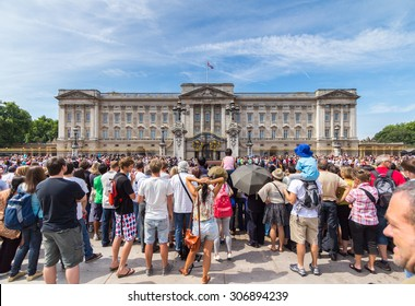 Guard Change Times at Buckingham Palace, Loandon. Time 11:15 Guards,with bands start arring. Time11:30 Official start time. Time 12:00 Guard change ceremony ends