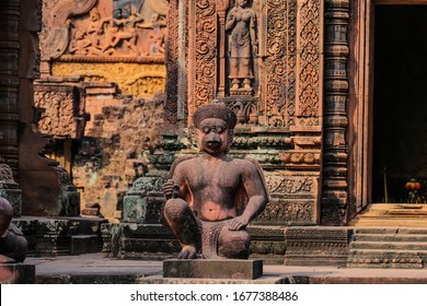 Guardian sculptures in Banteay Srei temple, near Siem Reap, Cambodia, Asia. Monkey statues Banteay Srei hindu pink temple. Detailed carvings at Banteay Srei temple, Angkor Wat.