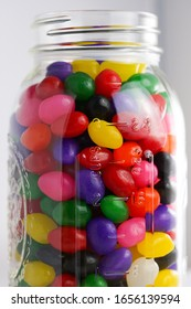 Guess the number of jelly beans in the jar