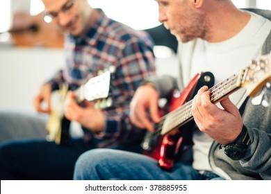Guitar lesson, Focus on hand