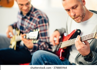 Guitar lesson, Focus on hand