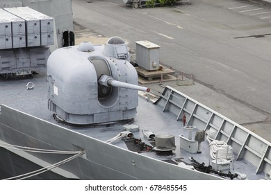 gun on the battle ship