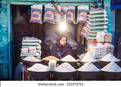 GUSINARA, INDIA - JANUARY 28 : Indian shop on January 28, 2015, Gusinara, India. Small shops like this are the most common in poor region of India.